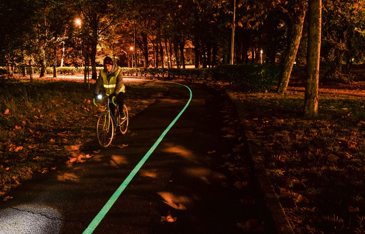 640x410_route-luminescente-creee-piste-cyclable-pres-bordeaux-entreprise-olikrom